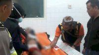 Polisi melakukan pemeriksaan jenazah pelajar di Rembang yang nekat bunuh diri. (Humas Polres Rembang)