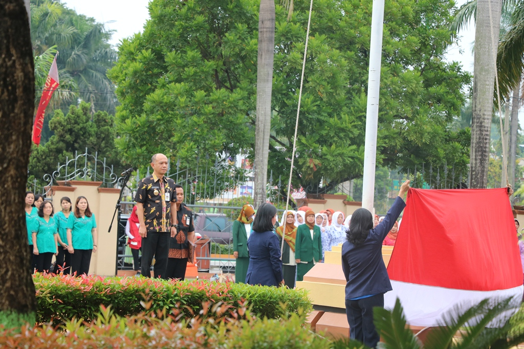 Upacara bendera memeringati Hari Ibu di Kantor Pemkab Jepara.(Diskominfo Jepara)