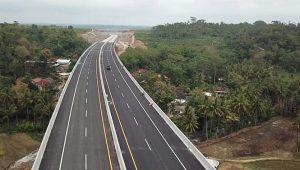 Ilustrasi : Jalan tol Semarang-Solo yang baru saja diresmikan Presiden Joko Widodo