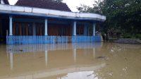 salah satu rumah warga tergenang air