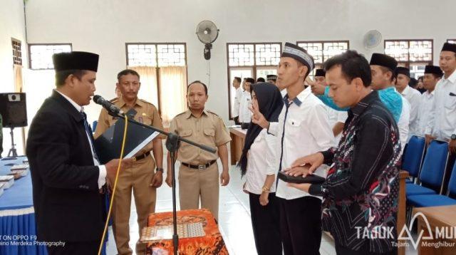 Pelantikan Pengawas TPS Gembong di Aula Kantor Kecamatan Gembong.(Tajukmuria/Arif)